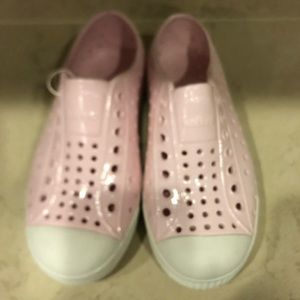 Native Jeffersons in Glossy Pink size 12